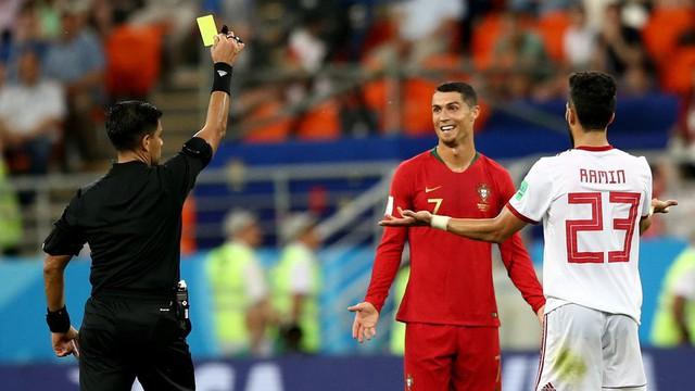 Ngày tồi tệ của Ronaldo: Hỏng penalty, đánh nguội đến suýt nhận thẻ đỏ - Ảnh 9.