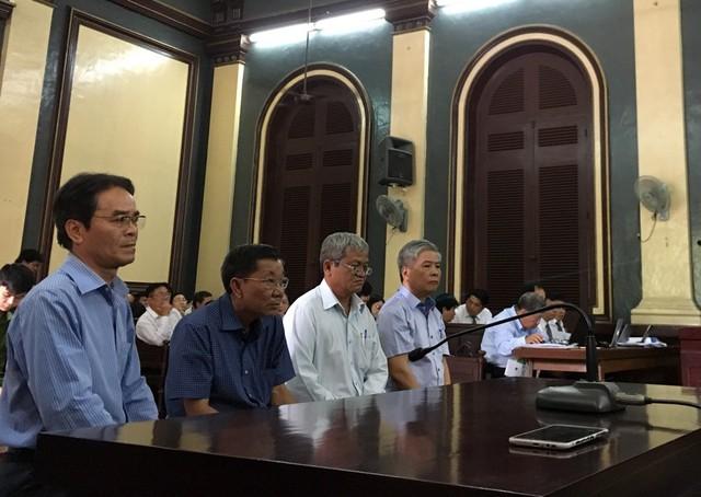 Phiên tòa sáng 27/6: Ông Hà Tấn Phước, Lê Văn Thanh nhận chỉ sai phạm là thiếu quyết liệt - Ảnh 1.