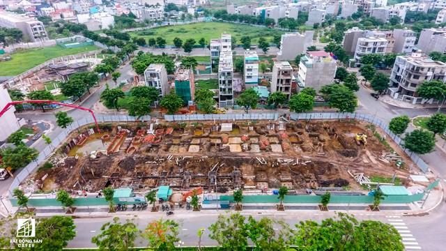 Ngổn ngang dự án khu thành thị 2 tỷ đô ven bờ sông đẹp nhất Sài Gòn sau gần 10 năm đầu tư - Ảnh 9.