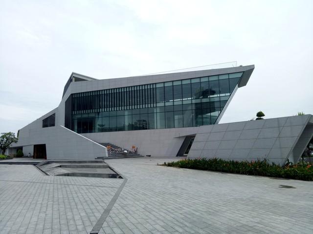 Cận cảnh dự án nhà hàng, bến du thuyền của Vũ nhôm ngay bờ sông Hàn đang bị tham khảo thu hồi - Ảnh 7.