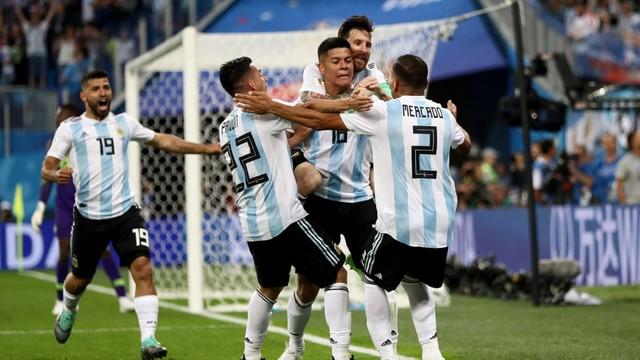 Qua vòng bảng nghẹt thở, Argentina sẽ lặp lại hành trình kỳ lạ 28 năm trước? - Ảnh 1.
