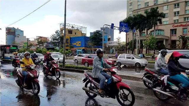 Siêu máy bơm giải cứu rốn ngập ở Sài Gòn sau khi hết mưa 10 phút   - Ảnh 1.