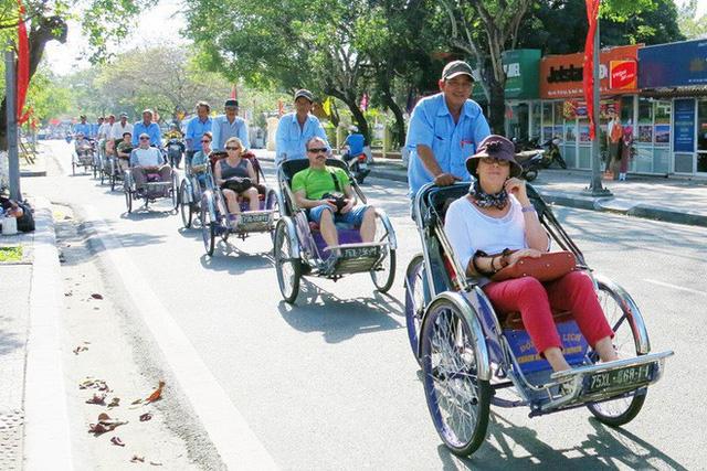 Truy tìm tài xế xích lô chặt chém Việt kiều 1,5 triệu đồng cho một giờ đi xe - Ảnh 1.