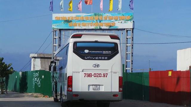 Dự án lấn vịnh Nha Trang trái phép ngập rác thải và thành bãi xe lậu  - Ảnh 3.