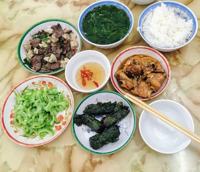 Ngoài cơm Vinh Thu thì Hà Nội còn có 4 hàng cơm bình dân nổi tiếng không kém phần - Ảnh 4.