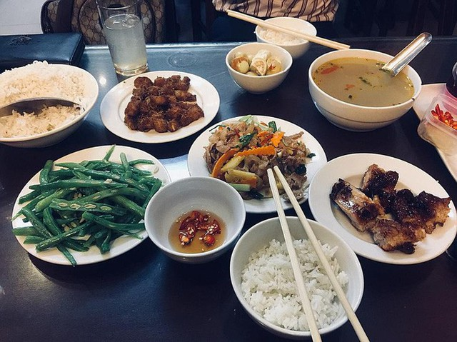 Ngoài cơm Vinh Thu thì Hà Nội còn có 4 hàng cơm bình dân nổi tiếng không kém phần - Ảnh 8.