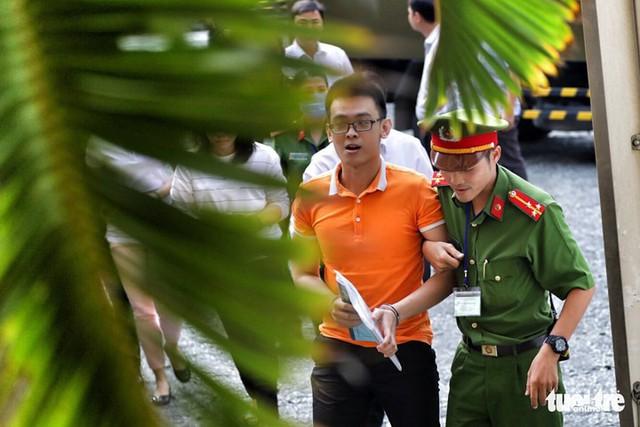 Nhóm khủng bố sân bay Tân Sơn Nhất lại hầu tòa - Ảnh 1.