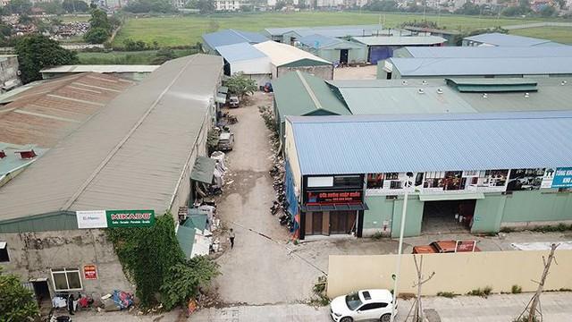 Hàng nghìn mét vuông nhà xưởng không phép vô tư tồn tại giữa Thủ đô - Ảnh 1.