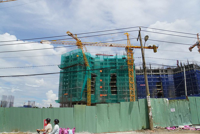 Gãy trục cần cẩu dự án Topaz Elite ở Sài Gòn, người dân xung quanh di tản - Ảnh 1.