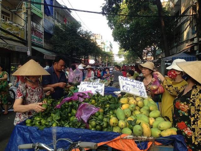 Dân Sài Gòn được mùa trái cây ngon bổ rẻ   - Ảnh 4.