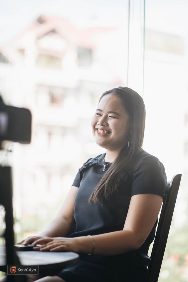 Nữ MC khiếm thị đầu tiên dẫn bản tin trực tiếp: Chẳng có ước mơ nào là không thực hiện được, quan trọng phải luôn tin tưởng vào bản thân - Ảnh 2.