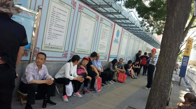 Những hình ảnh ấn tượng trong ngày thi đại học đầu tiên ở Trung Quốc - kỳ thi khắc nghiệt nhất thế giới - Ảnh 8.