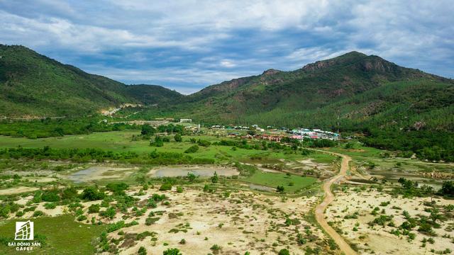 Cận cảnh siêu dự án nghỉ dưỡng ven bãi biển đẹp nhất Ninh Thuận bị bỏ hoang, sắp đến thời điểm bị thu hồi - Ảnh 8.