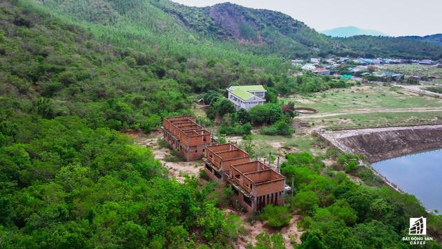 Cận cảnh siêu dự án nghỉ dưỡng ven bãi biển đẹp nhất Ninh Thuận bị bỏ hoang, sắp đến thời điểm bị thu hồi - Ảnh 19.