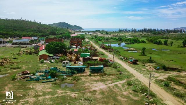 Cận cảnh siêu dự án nghỉ dưỡng ven bãi biển đẹp nhất Ninh Thuận bị bỏ hoang, sắp đến thời điểm bị thu hồi - Ảnh 9.