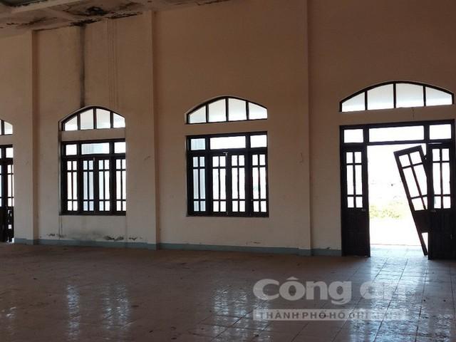Nhường đất cho cty Formosa, trụ sở mới trị giá 33 tỷ đồng thành nơi trú ngụ của trâu bò, Bí thư xã nói gì? - Ảnh 2.