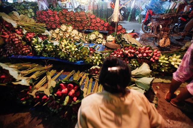 Chùm ảnh: Hoa sen thống lĩnh tại chợ đêm Quảng Bá - Ảnh 2.