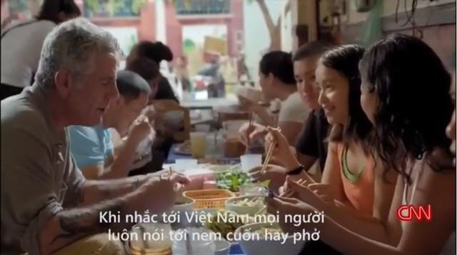 Những hình ảnh đáng nhớ của đầu bếp Anthony Bourdain trong hành trình khám phá ẩm thực Việt Nam - Ảnh 11.