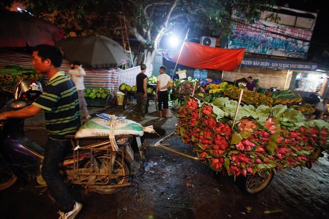 Chùm ảnh: Hoa sen thống lĩnh tại chợ đêm Quảng Bá - Ảnh 6.