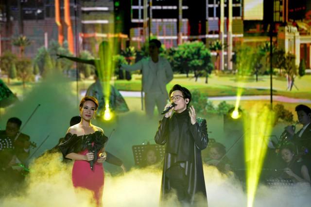 """Ấn tượng với dàn sao """"khủng"""" trong đêm nhạc tri ân của Tập đoàn Sunshine - Ảnh 7."""