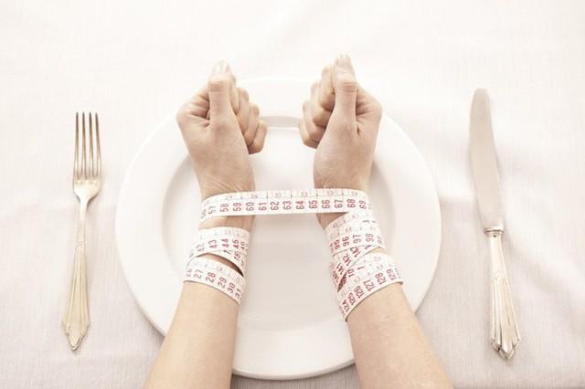 Hay mải làm việc rồi ăn muộn, bỏ bữa gây ra hàng loạt tác hại cho sức khỏe - Ảnh 4.