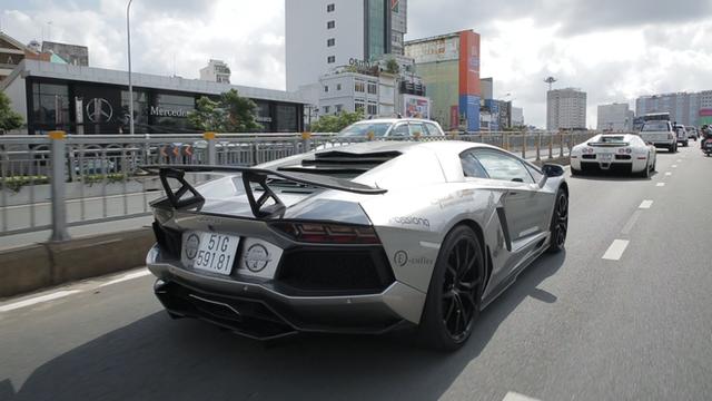 Bugatti Veyron của ông Đặng Lê Nguyên Vũ có thể phải để xe tải cõng qua đường xấu - Ảnh 7.