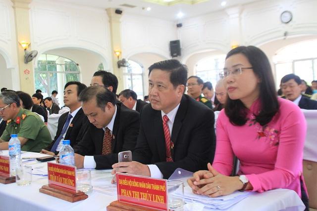 Nhiều cán bộ chủ chốt Đà Nẵng đồng loạt nghỉ hưu - Ảnh 2.