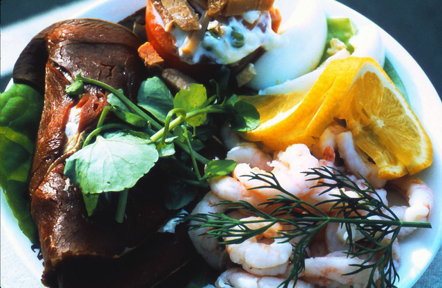20 bức ảnh cho thấy bữa ăn trên máy bay ngày xưa còn sang chảnh hơn nhà hàng 5 sao bây giờ - Ảnh 9.