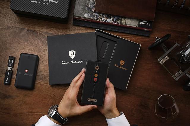 Chiêm ngưỡng chiếc điện thoại thông minh mà Lamborghini tạo ra cho giới nhà giàu - Ảnh 2.