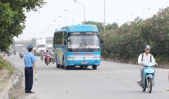"""Hà Nội ngày đầu """"nắn"""" tuyến, nhiều xe khách vi phạm bị nhắc nhở   - Ảnh 1."""