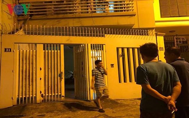 Ảnh: Công an đưa bị can Phạm Đình Trọng về nhà thực hiện lệnh khám xét - Ảnh 2.