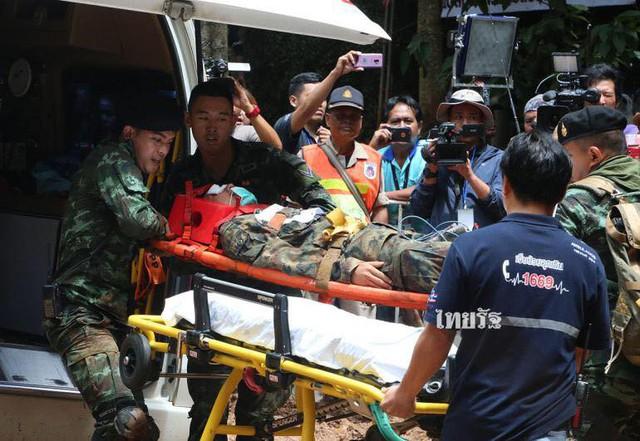 Những người hùng trong chiến dịch giải cứu đội bóng nhí Thái Lan: Lúa hỏng có thể trồng lại được, chúng ta phải cứu những đứa trẻ trước - Ảnh 17.