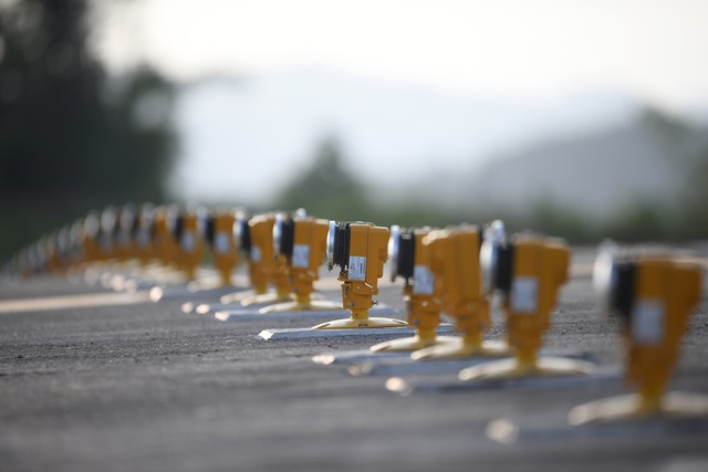 10h sáng nay, chiếc máy bay đầu tiên hạ cánh xuống sân bay Vân Đồn - Ảnh 20.