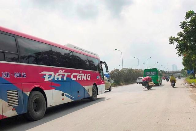 """Hà Nội ngày đầu """"nắn"""" tuyến, nhiều xe khách vi phạm bị nhắc nhở   - Ảnh 3."""