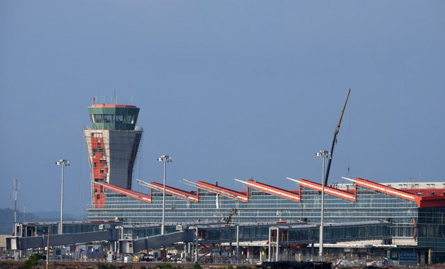 10h sáng nay, chiếc máy bay đầu tiên hạ cánh xuống sân bay Vân Đồn - Ảnh 23.