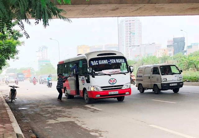 """Hà Nội ngày đầu """"nắn"""" tuyến, nhiều xe khách vi phạm bị nhắc nhở   - Ảnh 5."""