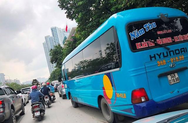 """Hà Nội ngày đầu """"nắn"""" tuyến, nhiều xe khách vi phạm bị nhắc nhở   - Ảnh 6."""