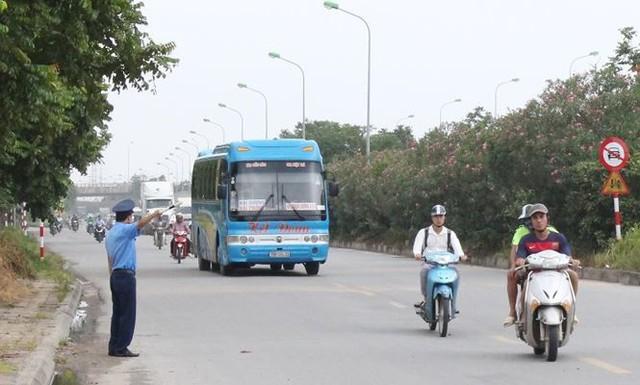 """Hà Nội ngày đầu """"nắn"""" tuyến, nhiều xe khách vi phạm bị nhắc nhở   - Ảnh 7."""