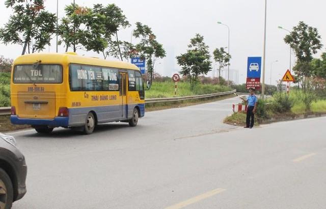 """Hà Nội ngày đầu """"nắn"""" tuyến, nhiều xe khách vi phạm bị nhắc nhở   - Ảnh 8."""