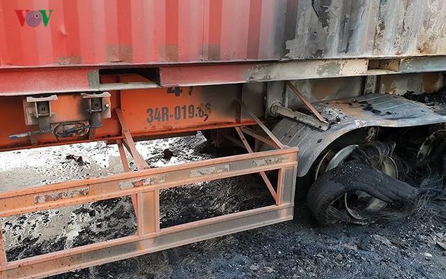Hiện trường xe khách 47 chỗ cháy dữ dội trên đường vành đai 3 Hà Nội - Ảnh 9.