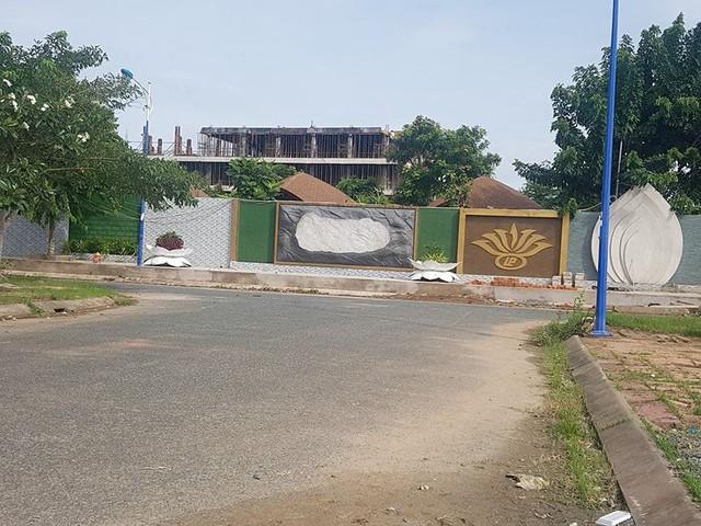 Cận cảnh đại công trình Resort lấn chiếm sông Hậu - Ảnh 10.