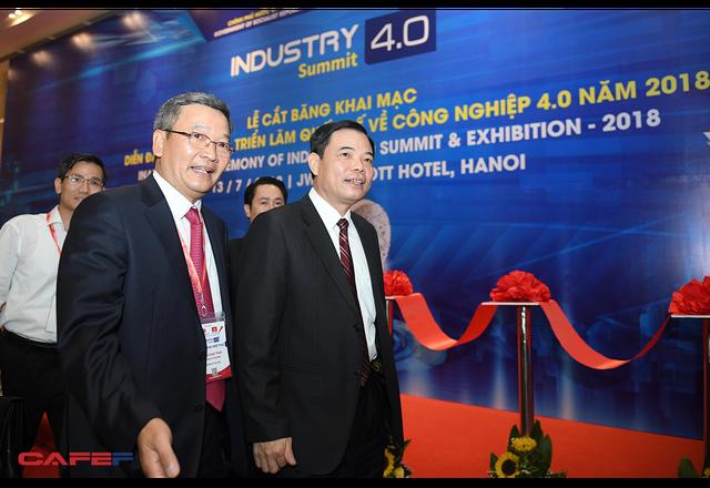 Chùm ảnh: Thủ tướng, lãnh đạo cấp cao và các doanh nghiệp lớn tham dự Triển lãm quốc tế về công nghiệp 4.0 - Ảnh 2.
