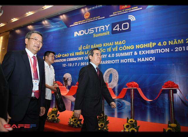 Chùm ảnh: Thủ tướng, lãnh đạo cấp cao và các doanh nghiệp lớn tham dự Triển lãm quốc tế về công nghiệp 4.0 - Ảnh 1.