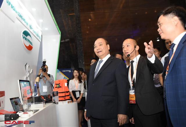 Chùm ảnh: Thủ tướng, lãnh đạo cấp cao và các doanh nghiệp lớn tham dự Triển lãm quốc tế về công nghiệp 4.0 - Ảnh 6.