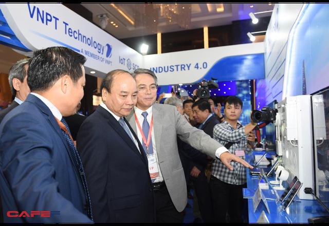 Chùm ảnh: Thủ tướng, lãnh đạo cấp cao và các doanh nghiệp lớn tham dự Triển lãm quốc tế về công nghiệp 4.0 - Ảnh 7.