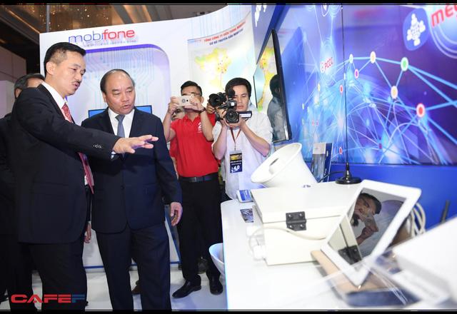 Chùm ảnh: Thủ tướng, lãnh đạo cấp cao và các doanh nghiệp lớn tham dự Triển lãm quốc tế về công nghiệp 4.0 - Ảnh 5.