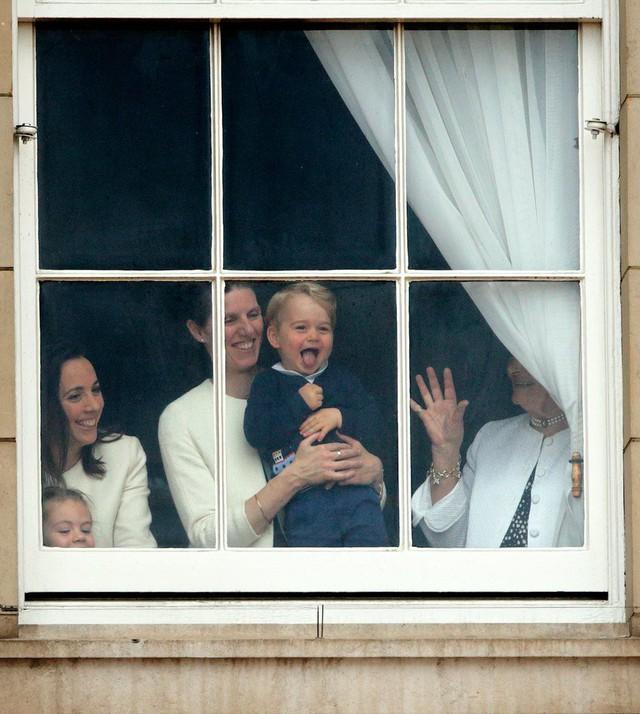 Không phải Công nương Kate, đây mới là người phụ nữ quyền lực đối với Hoàng tử bé và Công chúa Charlotte - Ảnh 2.