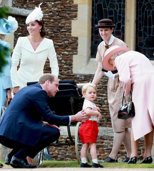 Không phải Công nương Kate, đây mới là người phụ nữ quyền lực đối với Hoàng tử bé và Công chúa Charlotte - Ảnh 3.