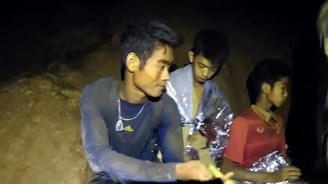 Muốn trở thành nhà lãnh đạo giỏi, hãy học cách huấn luyện viên người Thái dẫn dắt đội bóng vượt qua thảm họa - Ảnh 2.