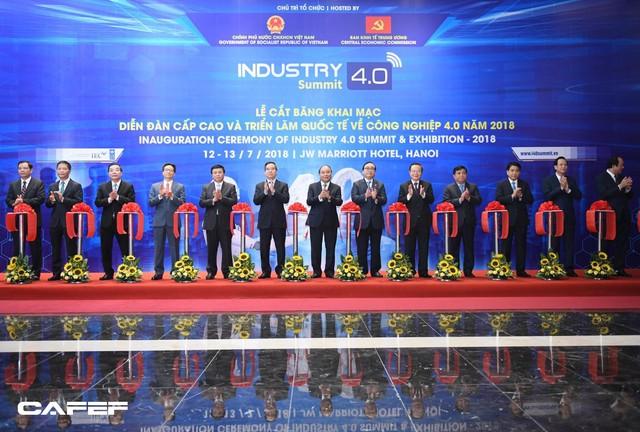 Chùm ảnh: Thủ tướng, lãnh đạo cấp cao và các doanh nghiệp lớn tham dự Triển lãm quốc tế về công nghiệp 4.0 - Ảnh 3.